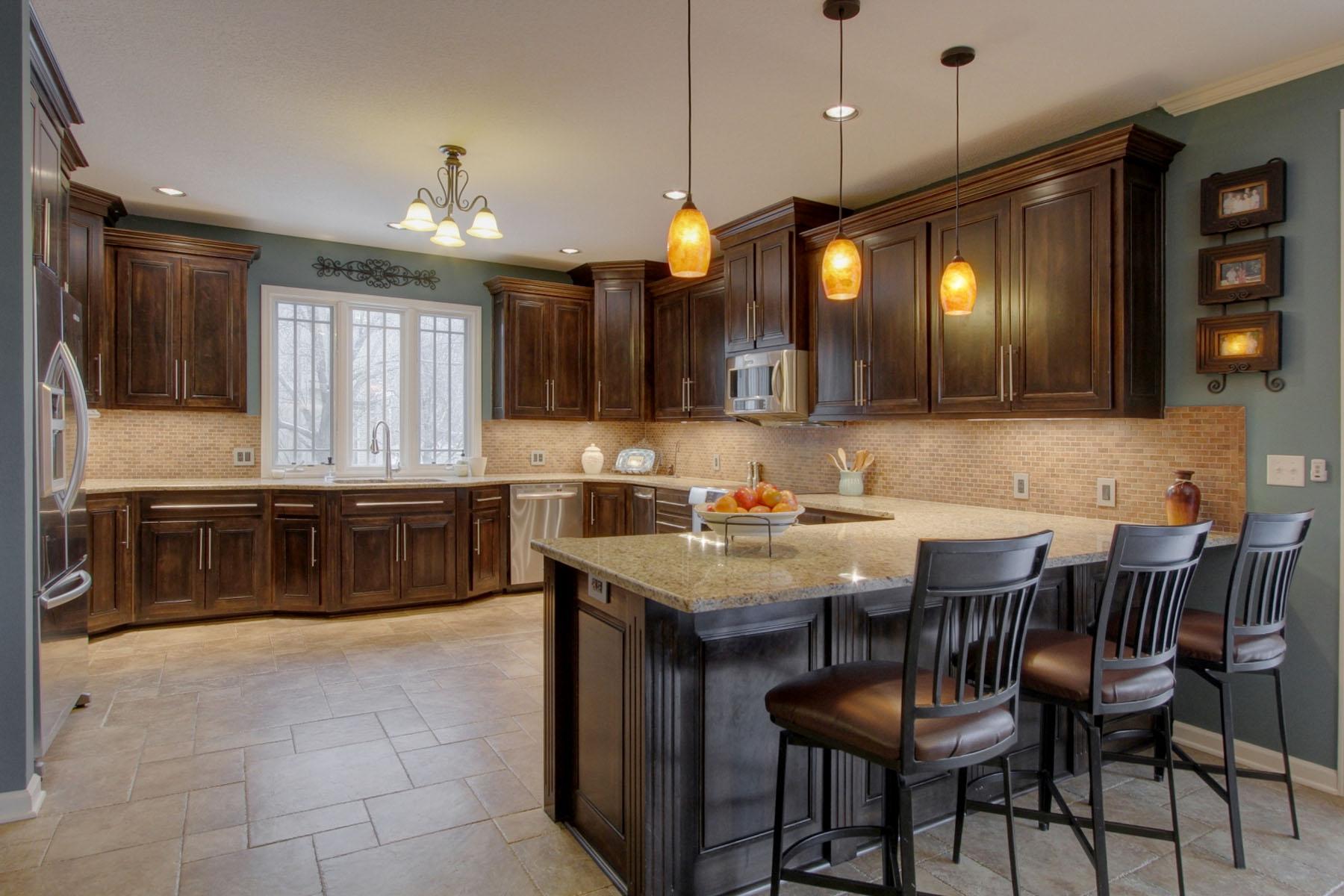 Kitchen_bar.jpg